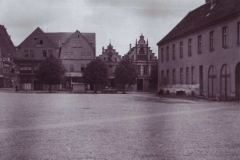 rynek-z-prawej-ratusz-1956