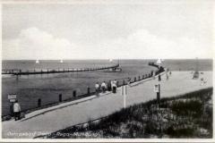 800px-Mrzezyno_estuary-old_postcard1-Stengel1