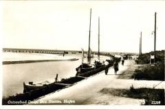 Mrzezyno_estuary_old_postcard0_small1