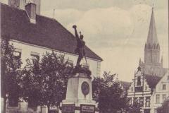 rynek-i-pomnik