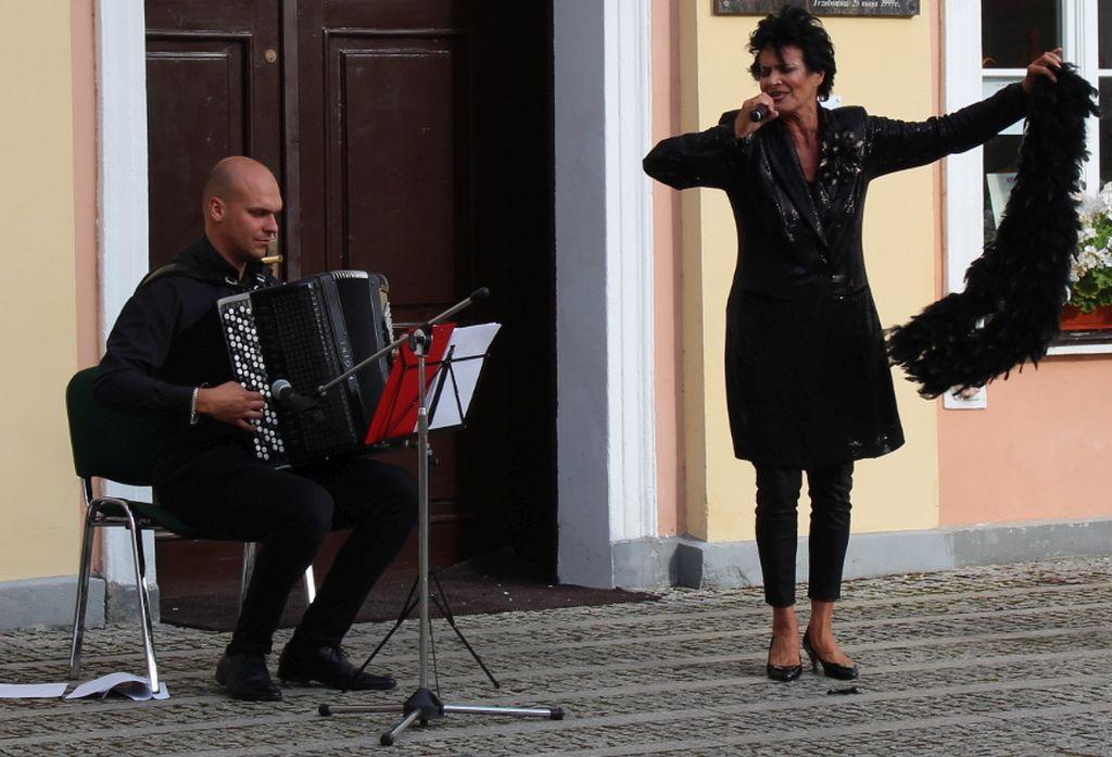 """Yaga Kowalik wrepertuarze Piaf, Gréco, Aznavour…"""